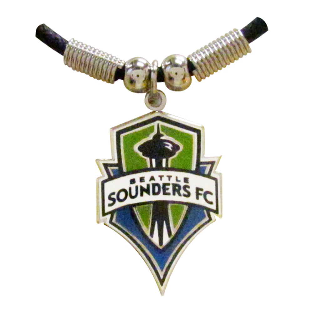 Sounder-necklace-closeup